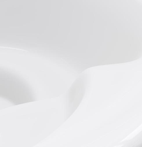 Lähikuva Skargardsin puulämmitteisten kylpytynnyreiden ergonomisesta altaasta.